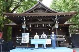 映画『Daughters(ドーターズ)』のヒット祈願をした(左から)阿部純子、三吉彩花、津田肇監督