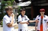 『なにわからAぇ! 風吹かせます!』に出演する(左から)小島健、正門良規、福本大晴 (C)カンテレ
