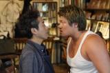 『親バカ青春白書』第4話に出演する(左から)ムロツヨシ、一ノ瀬ワタル (C) 日本テレビ