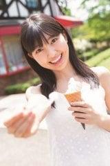 ソフトクリームを「あ〜ん」=BEYOOOOONDS島倉りかファースト写真集『十九歳の夏』(オデッセー出版)より