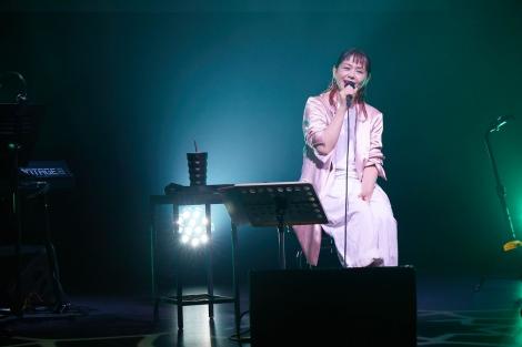 小泉今日子初の無観客配信ライブ『唄うコイズミさん』より Photo by  岩澤高雄