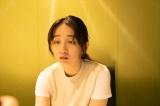 浮気に全く気付いていない主人公・通の妻・由香里(長井短)(C)ABCテレビ