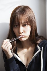 乃木坂46・山下美月1st写真集『忘れられない人』より(撮影/須江隆治)