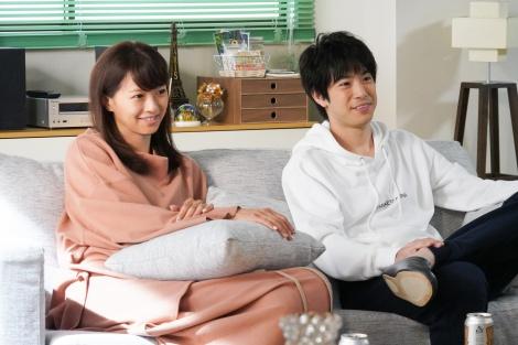 『東京タラレバ娘2020』より(左から)榮倉奈々、渡辺大知(C)日本テレビ