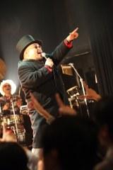 ステージに立つ、きんた・ミーノさん(2010年10月)