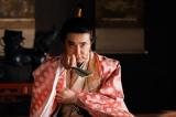 大河ドラマ『麒麟がくる』第22回より。光秀に京の情勢を教えるよう命じる朝倉義景(ユースケ・サンタマリア)(C)NHK