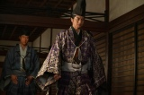 大河ドラマ『麒麟がくる』第22回より。三好長慶が病死して足利義輝(向井理)は?(C)NHK