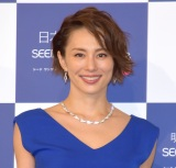 米倉涼子、太ももあらわな美脚写真