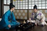 大河ドラマ『麒麟がくる』第23回(9月6日放送)より。藤吉郎(佐々木蔵之介)から、京で三好長慶の子らによる義輝暗殺計画の噂があると聞く(C)NHK