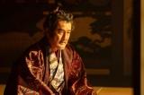 大河ドラマ『麒麟がくる』第23回(9月6日放送)より。将軍襲撃を裏で糸を引いているのは松永久秀(吉田鋼太郎)なのか?(C)NHK