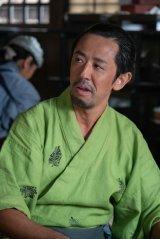 大河ドラマ『麒麟がくる』東庵(堺正章)が「トメ吉」と呼んでいた茶の振売役で出演する濱津隆之 (C)NHK