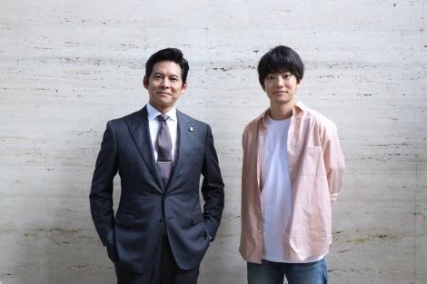 『SUITS/スーツ2』第11話に出演する織田裕二、伊藤健太郎 (C)フジテレビ