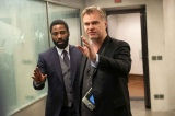 クリストファー・ノーラン監督(右)と主演を務めるジョン・デイビッド・ワシントン(C)2020 Warner Bros. Entertainment Inc. All rights reserved.