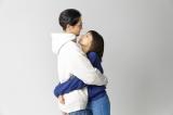 ラブリ、夫と抱き合う動画で初共演