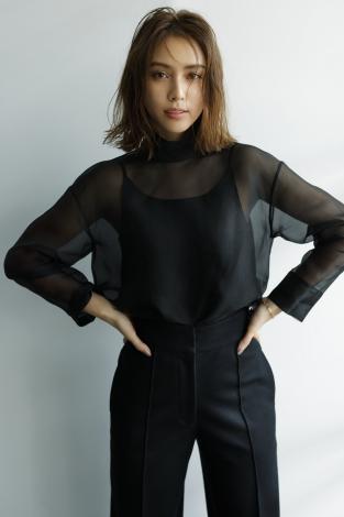 サムネイル ファッション誌『Oggi』の専属モデルを務めることが決定した滝沢カレン