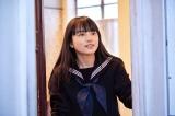 意志の強い女子高生を熱演する清原果耶(C)2021「夏への扉」製作委員会