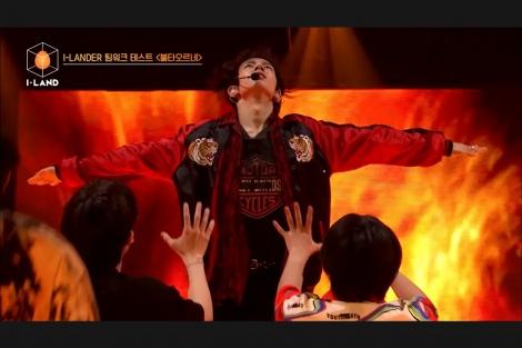 ヒスン 第2回ステージ評価でBTSの「FIRE」を披露=『I-LAND』Part1より(C)AbemaTV,Inc.