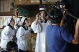 慎吾母(香取慎吾)による「お母さん食堂」テレビCMメイキングカット