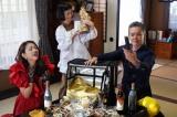 『ルパンの娘』場面カット(左から)小沢真珠、どんぐり、渡部篤郎 (C)フジテレビ