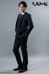 ドラマ『ハンサムセンキョ』(10月7日スタート)「ORIHICA」のスーツを着用した古剛栄進(横山真史) (C)ハンサムセンキョ管理委員会