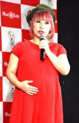 第2子妊娠6ヶ月の浜田ブリトニー、ぽっこりお腹を披露「食べ過ぎて臨月くらい大きく…」