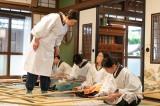 連続テレビ小説『エール』第16週・第77回より。音(二階堂ふみ)もようやく大日本帝国婦人会の活動に参加?(C)NHK
