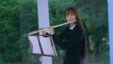 『エル・ジャポン』11月号で得意のフルートを演奏するCocomi