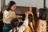 連続テレビ小説『エール』第15週・第71回より。裕一が買ったオルガンで音楽教室を始めた音(二階堂ふみ) (C)NHK
