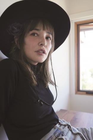 梨花の夫が撮影した『otona MUSE』11月号表紙カット(C)宝島社