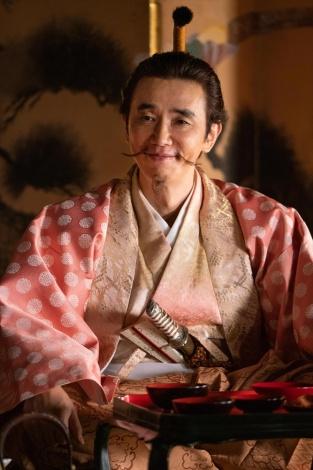 朝倉義景(ユースケ・サンタマリア)=大河ドラマ『麒麟がくる』第26回「三淵の奸計」より(C)NHK