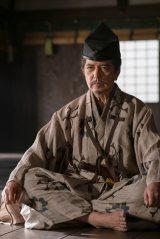 朝倉家の家臣・山崎吉家(榎木孝明)=大河ドラマ『麒麟がくる』第26回「三淵の奸計」より(C)NHK