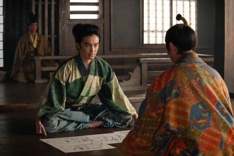 光秀(長谷川博己)は、信長を訪ね、単独で上洛をするように訴える=大河ドラマ『麒麟がくる』第26回「三淵の奸計」より(C)NHK