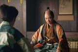 光秀は信長(染谷将太)を訪ね、単独で上洛をするように訴える=大河ドラマ『麒麟がくる』第26回「三淵の奸計」より (C)NHK