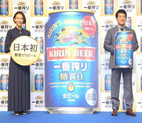 『キリン一番搾り 糖質ゼロ』発売記念イベントに登場した(左から)木村佳乃、唐沢寿明 (C)ORICON NewS inc.