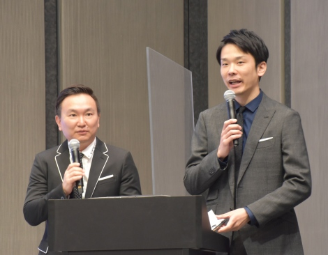 JO1 1stアルバム『The STAR』発表記者会見で司会を務めたかまいたち(左から)山内健司、濱家隆一 (C)ORICON NewS inc.