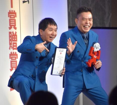 『第57回ギャラクシー賞』ラジオ部門DJパーソナリティー賞を受賞した爆笑問題(左から)田中裕二、太田光 (C)ORICON NewS inc.