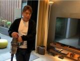 『ダイソン掃除機 新製品発表会』にVTR出演したヒロミ
