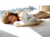 お昼寝中の白石麻衣