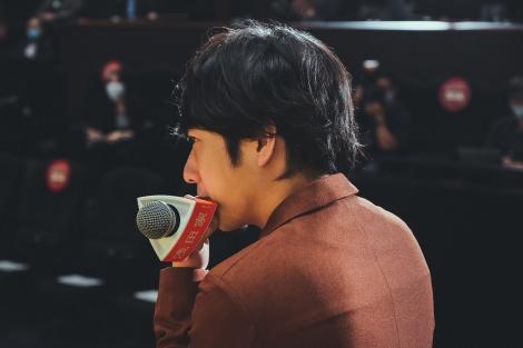 映画『浅田家!』初日舞台あいさつのオフショット解禁(C)2020「浅田家!」製作委員会