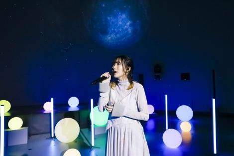 日本語版エンド・クレジット・ソング「ロケット・トゥ・ザ・ムーン〜信じた世界へ〜」を歌う幾田りら