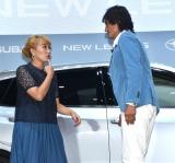 『SUBARU 新型「レヴォーグ」』の発売記念イベントに出席した(左から)丸山桂里奈、本並健治 (C)ORICON NewS inc.