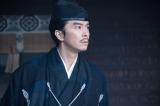 光秀(長谷川博己)は何に驚いているのでしょう=大河ドラマ『麒麟がくる』第28回(10月18日放送)(C)NHK