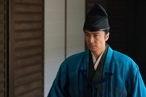 大河ドラマ『麒麟がくる』第27回(10月11日放送)より。「麒麟」を呼べるのは足利義昭しかいないと思っている明智光秀(長谷川博己)(C)NHK