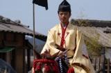 大河ドラマ『麒麟がくる』第27回(10月11日放送)で鎧をつけずに上洛を果たした織田信長(染谷将太) (C)NHK