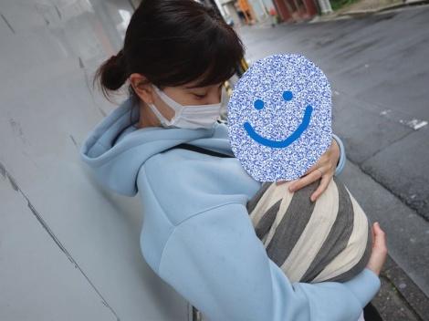 サムネイル 愛娘を抱っこする石橋杏奈 (写真は公式ブログより)