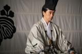 大河ドラマ『麒麟がくる』第28回(10月18日放送)より。幕府の政務を、代々将軍に仕えてきた摂津晴門に任せると命じる足利義昭(滝藤賢一) (C)NHK