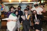 オシャレマスクを着けて、7人で記念撮影(C)テレビ朝日