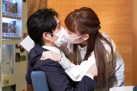 28日放送『#リモラブ 〜普通の恋は邪道〜』第3話に出演する松下洸平、川栄李奈 (C)日本テレビ