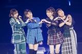 卒業した太田夢莉(左)が駆けつけ、Queentetが「Which one」を披露=『NMB48 10th Anniversary LIVE 〜心を一つに、One for all, All for one〜』より(C)NMB48