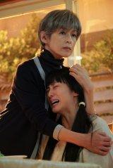 土曜ドラマ『35歳の少女』に出演する(左から)鈴木保奈美、柴咲コウ (C)日本テレビ